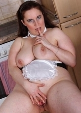 Big mature slut getting naughty in her kitchen