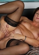 Chubby mama making her pussy wet