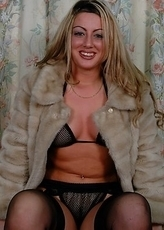 Naughty Patsy is one hot mom who is feeling a bit frisky