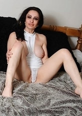 This horny mature slut loves to play with her toy